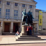 Deutsches Nationaltheater in Weimar mit Goethe-Schiller-Denkmal